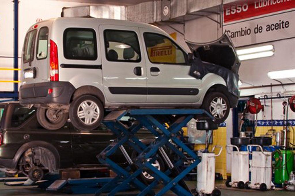 Talleres A. Moreno: Cambia el aceite de tu vehículo con aceites de motor recomendados por el fabricante de tu coche.