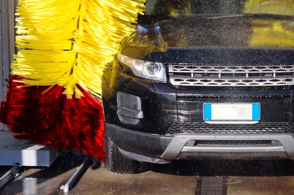 Neumáticos A. Moreno: Autolavado y lavado de vehículos a mano para turismos, taxis, SUV, 4x4, Monovolumen y furgonetas en Collado Villalba. Con cafetería.