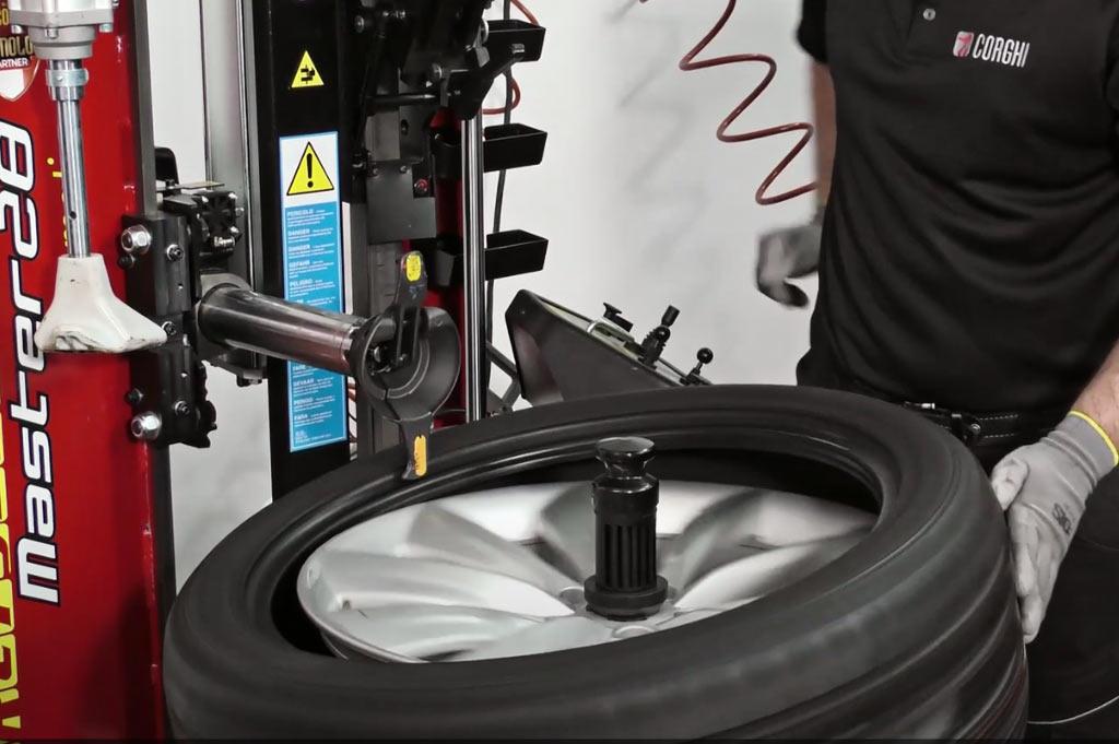 En Neumáticos A. Moreno usamos el sistema más rápido y eficiente del mercado para el cambio de tus neumáticos: Corghi Artiglio Master