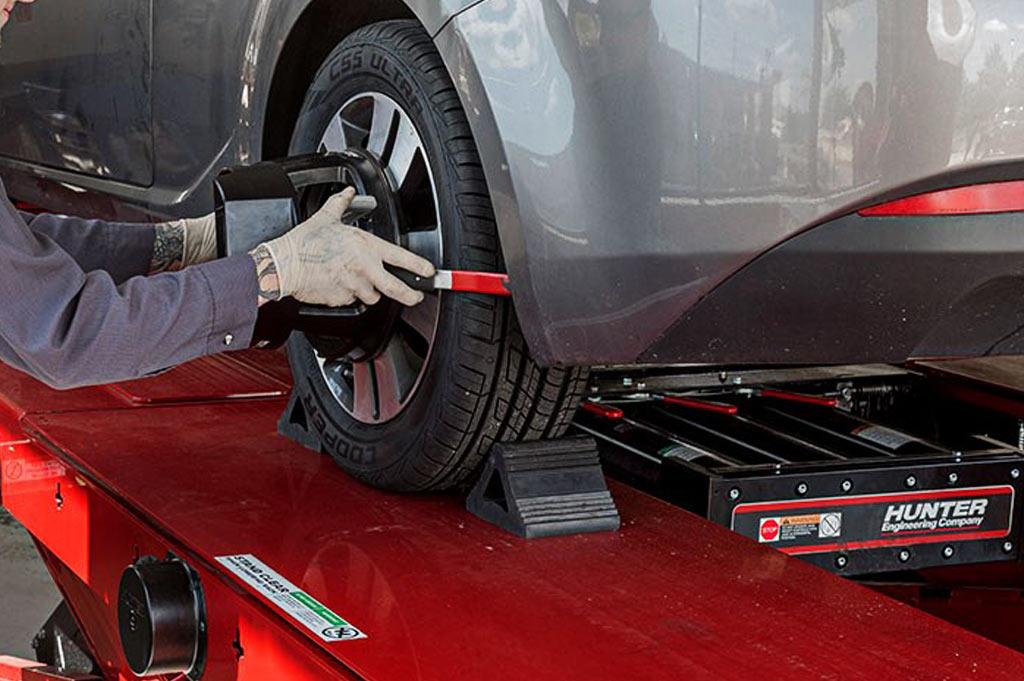 En Neumáticos A. Moreno usamos el sistema más rápido y eficiente del mercado para la alineación, paralelo y equilibrado de tus ruedas: Hunter Engineering