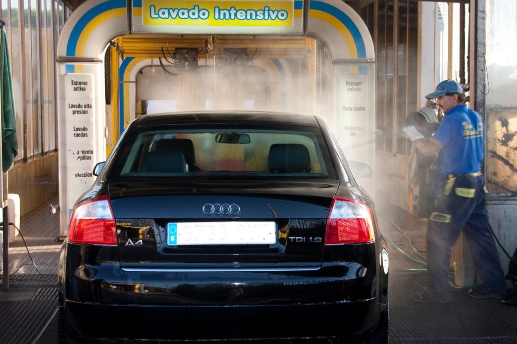 Autolavado y lavado de vehículos a mano en Talleres A. Moreno: para turismos, taxis, SUV, 4x4, Monovolumen y furgonetas en Collado Villalba.