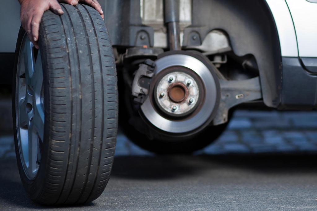 Talleres A. Moreno: Especialistas en neumáticos desde 1980, te ayudamos a leer en tus neumáticos todo lo que necesitas saber para la revisión, cambio y mantenimiento de las ruedas de tu coche